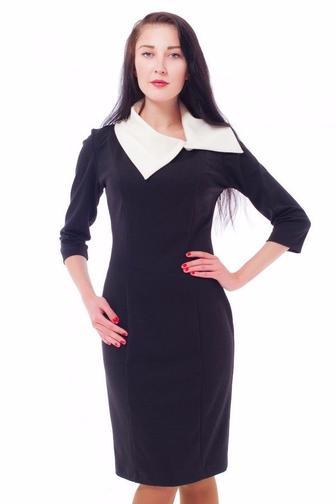 Платье-футляр черное с белым воротником