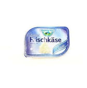 Сир Фермерський  кремовий натуральний або з травами, 70%   Bayernland   200 г